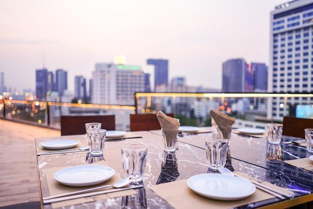 Dakterras van het luxe het privé diner in bangkok, thailand