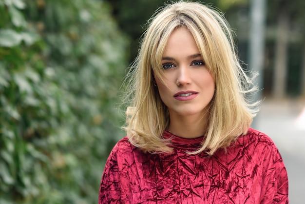 Dame in openlucht blond stedelijke portret