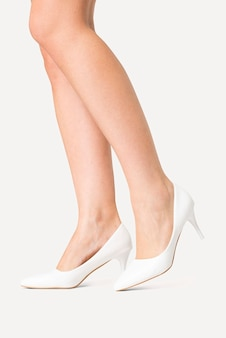 Dames kitten hakken witte schoenen studio fashion shoot