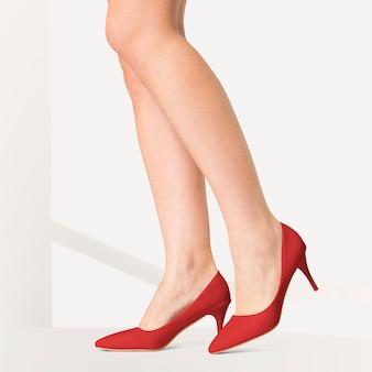 Dames kitten heels rode schoenen studio fashion shoot