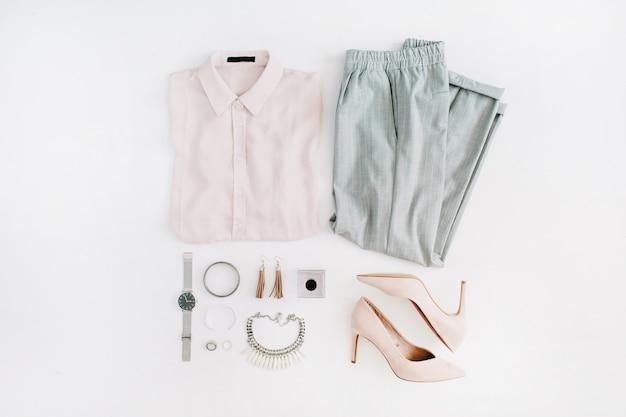 Dames moderne mode kleding en accessoires. plat lag vrouwelijke casual stijl look.