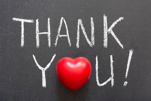 Dank u uitroep met de hand geschreven op blackboard
