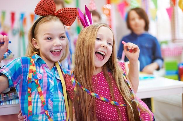 Dansende koninginnen van verjaardagsfeestje