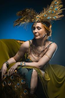 Danser in exotisch kostuum
