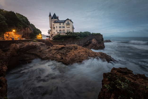 Dappere en mooie kust van biarritz in baskenland.