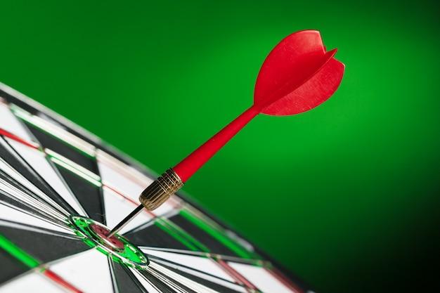Dart vast in dartbord