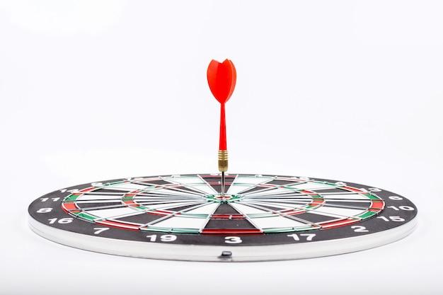 Dartbord met rode pijlpijl