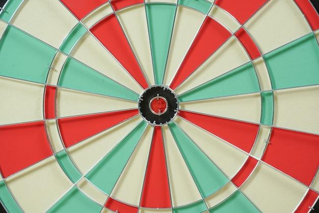 Dartbord met rood richtpunt in het midden