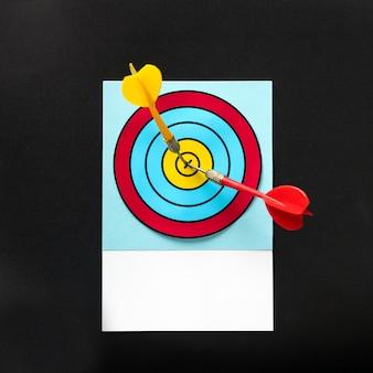 Darts raken de schot in de roos op het bord