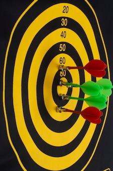 Darts. verwezenlijking van het doel. succes concept.