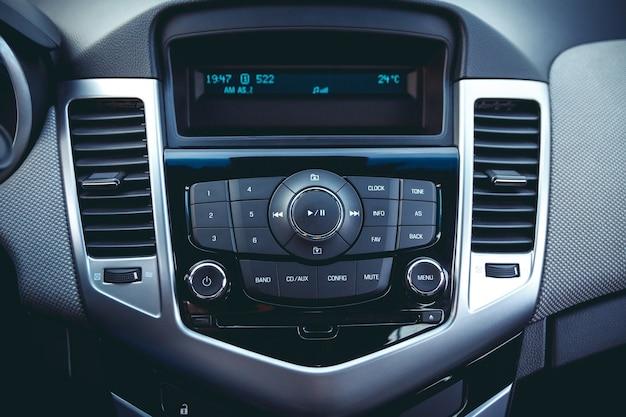 Dashboard van de auto. radio close-up