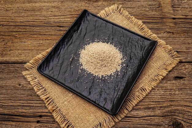 Dashi, traditionele japanse kruiden. onmisbaar ingrediënt voor het koken van soepbouillon. afgewerkte droge korrels.