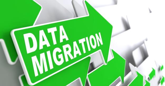Data migratie. groene pijlen op een grijze achtergrond geven de richting aan.