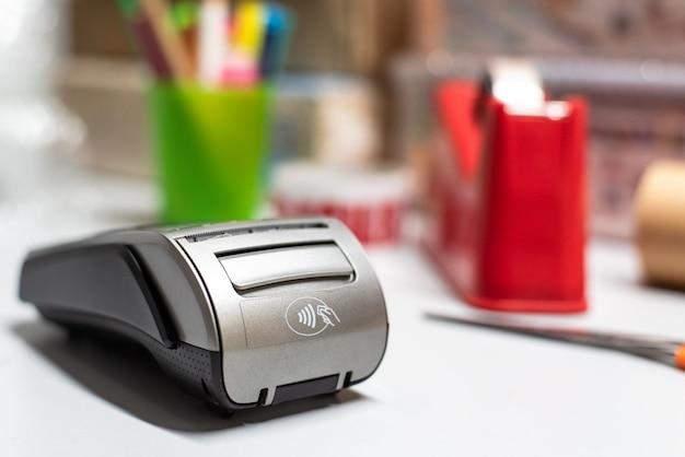 Dataphone om met creditcard te kunnen betalen voor aankopen gedaan met een betaalautomaat.