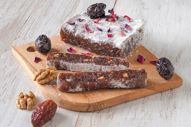 Datums zoete hapjes. arabische zelfgemaakte snoepjes.