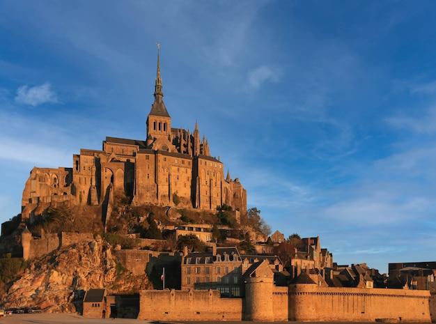 De abdij van mont saint michel in normandië