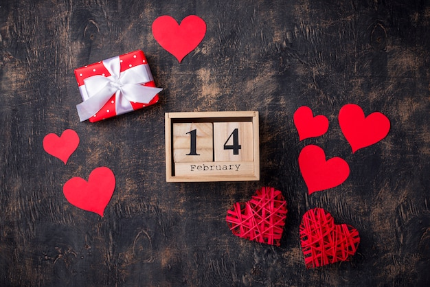 De achtergrond van de valentijnskaartendag met rode harten