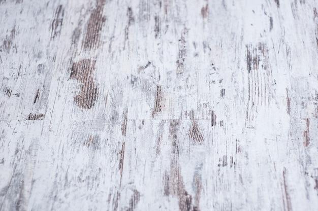 De achtergrondtextuur van oude witte geschilderde houten voering scheept muur in