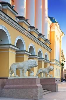 De admiraliteit, hoofdingang van sint-petersburg.rusland