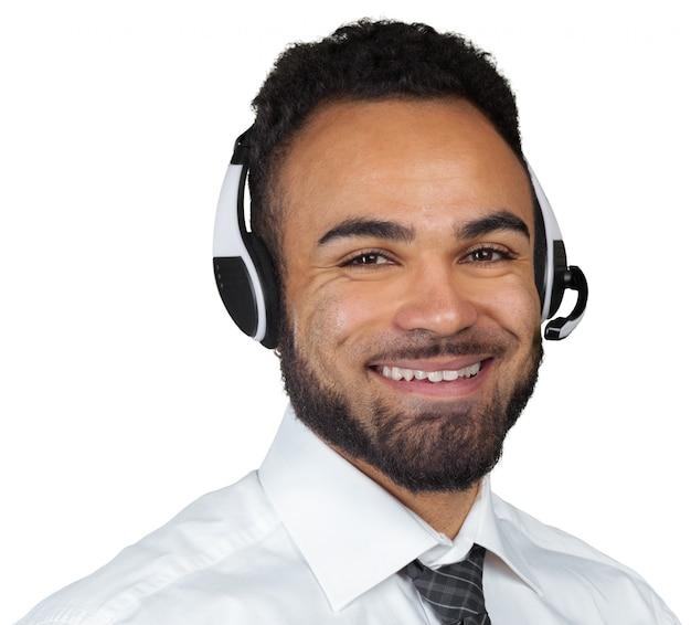De afrikaanse amerikaanse mens in hoofdtelefoons isoleerde wit