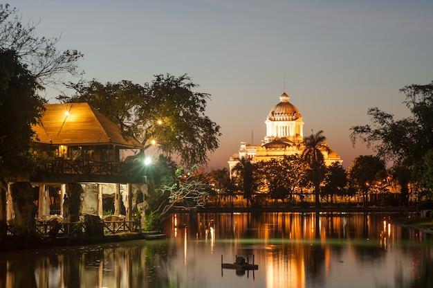 De ananta samakhom-troonzaal kijkt van dust zoo, bangkok, thailand