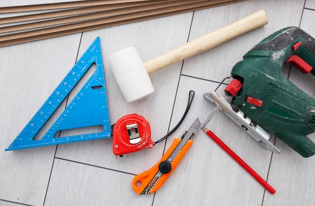 De apparatuur voor laminaatvloeren