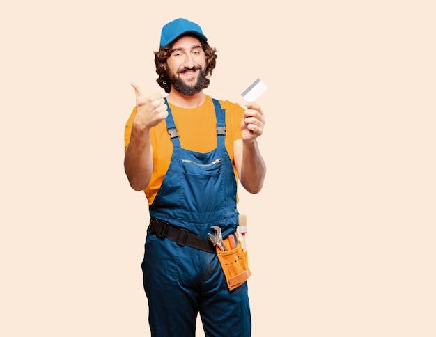 De arbeider van het manusje van alles met een creditcard