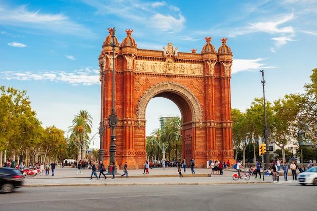De arc de triomf of arco de triunfo is een triomfboog in de stad barcelona in de regio catalonië in spanje