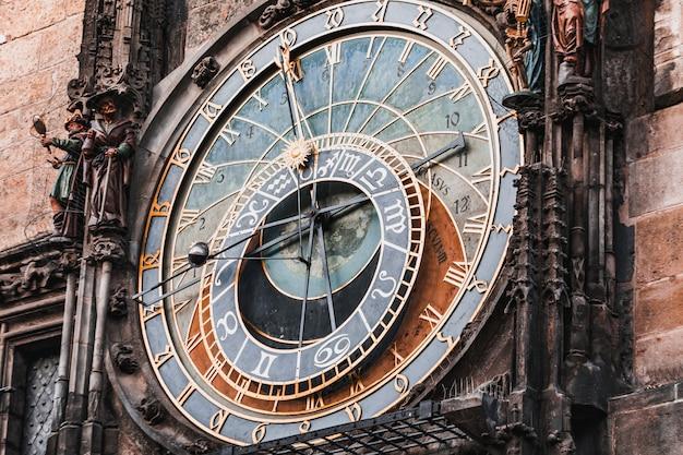 De astronomische klok van praag in de oude stad