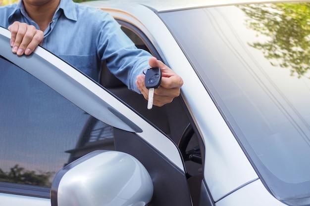 De autobezitter stuurde de sleutels naar de leninggarantie.