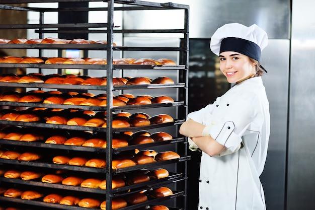 De bakkerijproductie.