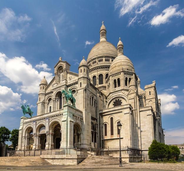 De basiliek van het heilig hart van parijs