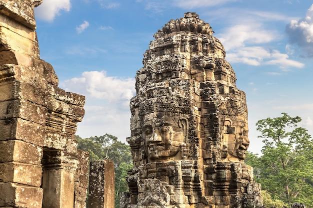 De bayon-tempel in angkor wat in siem oogst
