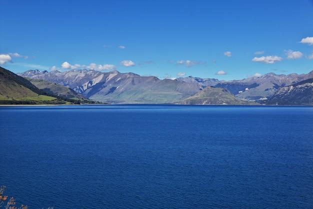 De bergen en de vallei van het zuid-eiland, nieuw-zeeland