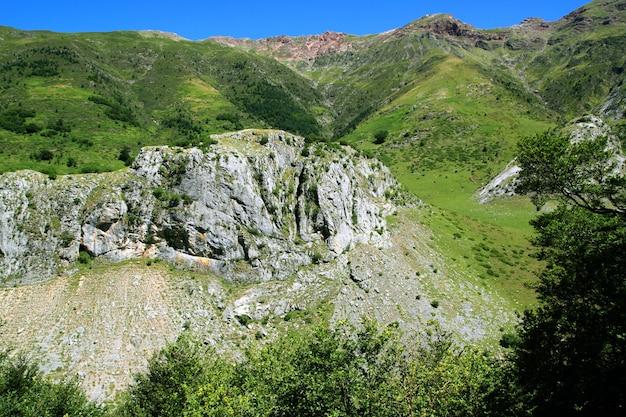 De bergen van la guarrinza aiguestortes pyreneeën