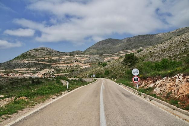 De bergen van montenegro, de adriatische kust