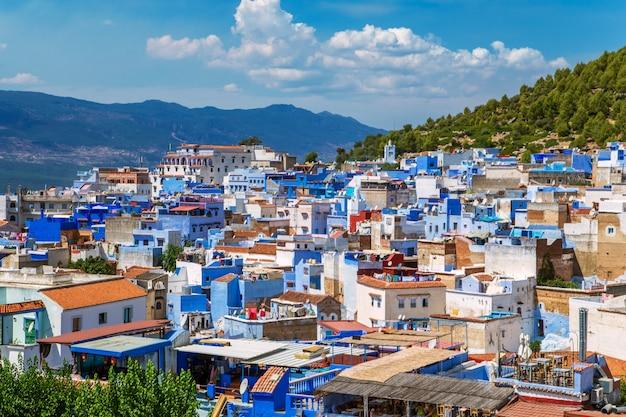 De beroemde blauwe stad chefchaouen, bovenaanzicht.