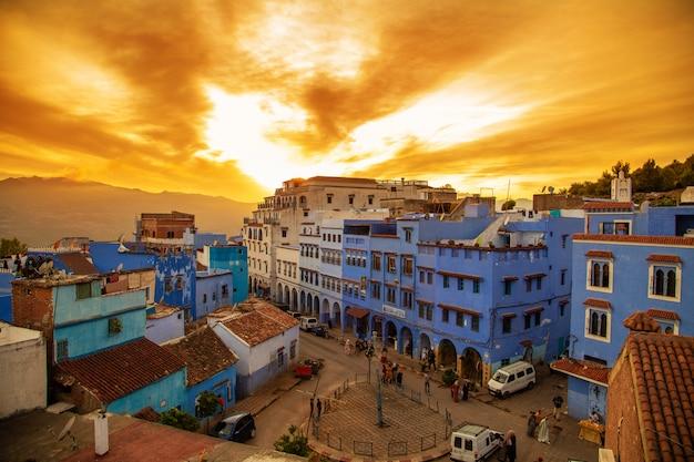 De beroemde blauwe stad van chefchaouen, bovenaanzicht.