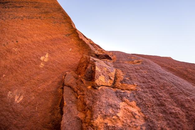 De beroemde prehistorische rotsgravures in twyfelfontein, toeristische attractie en reisbestemming in namibië, afrika.