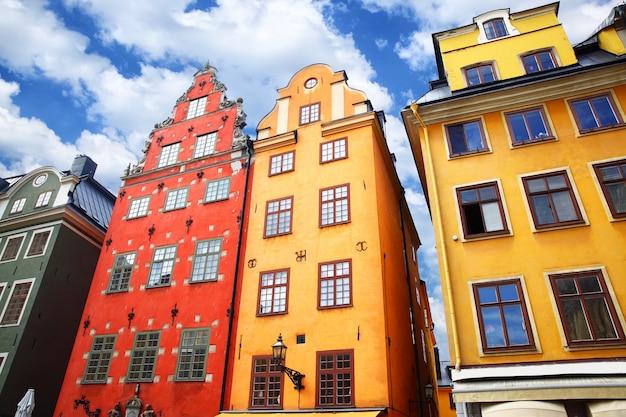De beroemdste huizen in stockholm op het stortorget-plein, zweden