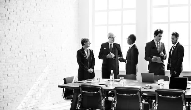 De besprekingsstrategie van de bedrijfsgroepvergadering werkend concept