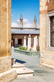 De binnenplaats van het mevlana-museum.