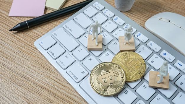 De bitcoins en het witte cijfer voor cryptovaluta-inhoud