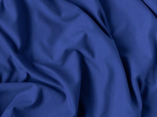 De blauwe van de stoffentextuur oppervlakte vouwt dicht omhoog klassieke blauwe kleur van het jaar