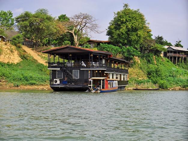 De boot op mekong rivier, laos
