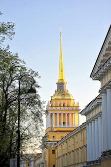 De bouw van de belangrijkste admiraliteit in sint-petersburg, rusland