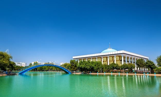 De bouw van het parlement van oezbekistan in tasjkent