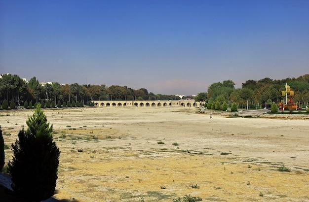 De brug over droge rivier in isfahan, iran