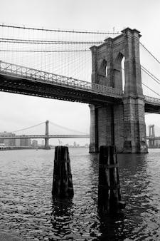 De brug van brooklyn in de stad van manhattan, new york, de vs