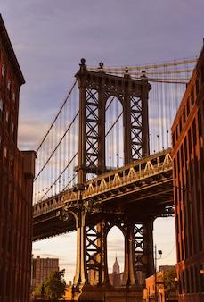 De brug van manhattan bij de straat new york de vs van brooklyn